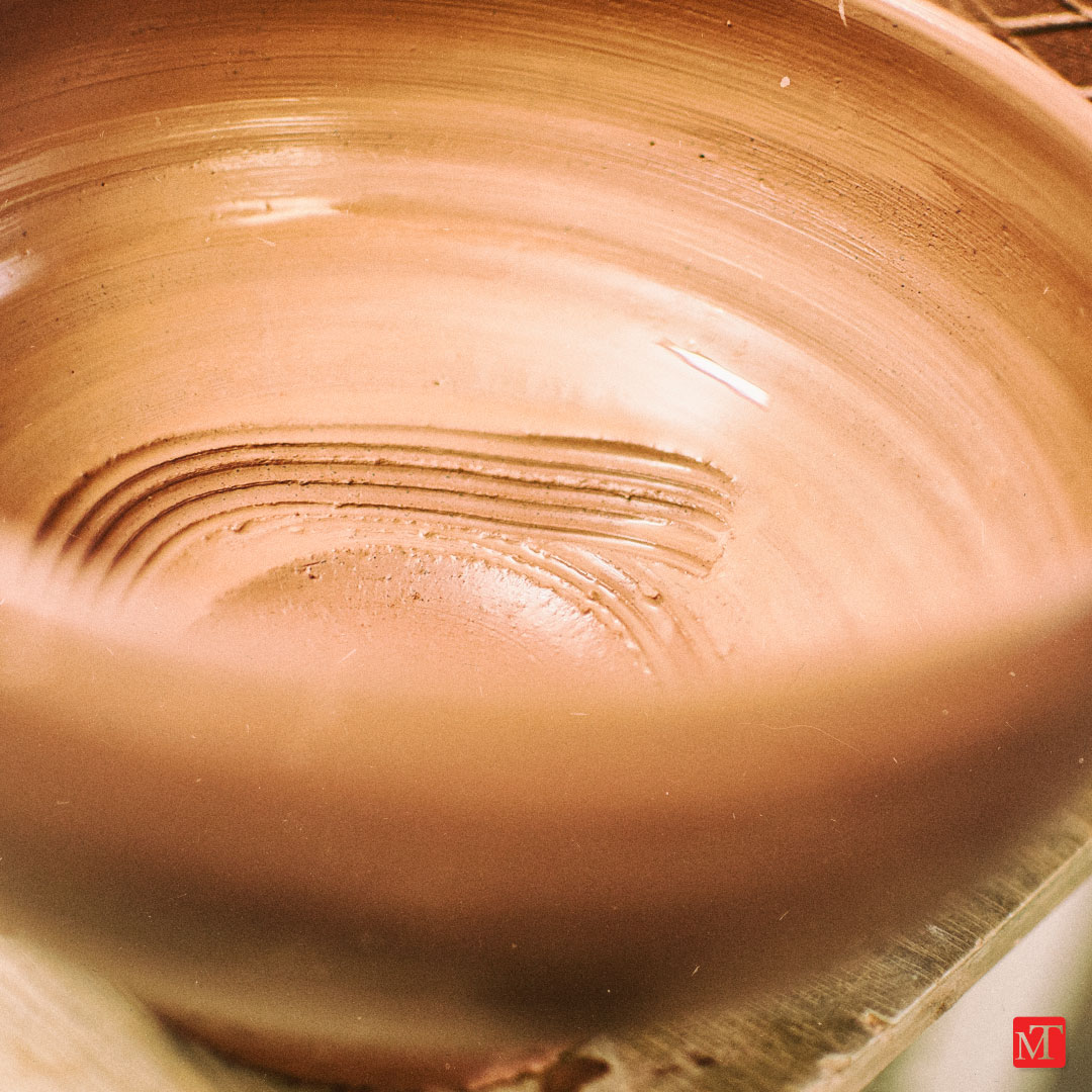 Phil Rogers making a chawan: photo by Matthew Tyas