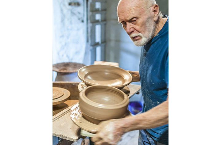 Warren MacKenzie Carry a Board of Pots